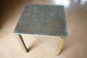 ブロンズ製のテーブル